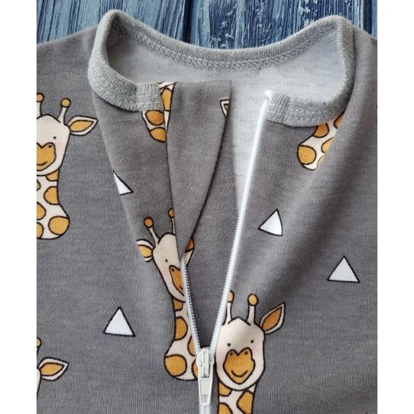 Комбинезон-ползунки на молнии, жирафы на сером
