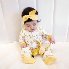 Набор из комбинезона и повязки на голову, бананы на молочном фоне